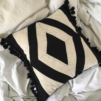 Интерьерная подушечка в технике пэчворк, в стиле бохо с китичками, чёрный ромб.