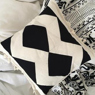 Подушечка декоративная в стиле бохо с китичками, пэчворк, бежевый зигзаг.