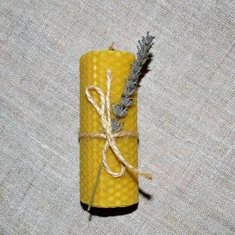 Свеча с вощины с травами, Лаванда, средняя