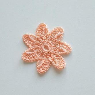 Декоративные вязаные элементы из хлопковой пряжи звездочки цветочки персикового цвета