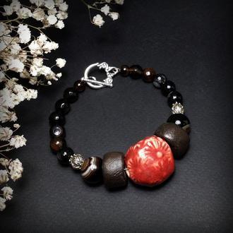 Агатовый браслет с красной бусиной
