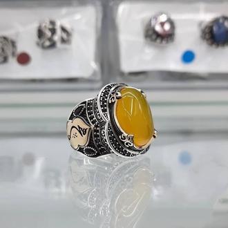 Необычная печатка перстень из серебра с желтым камнем Агат