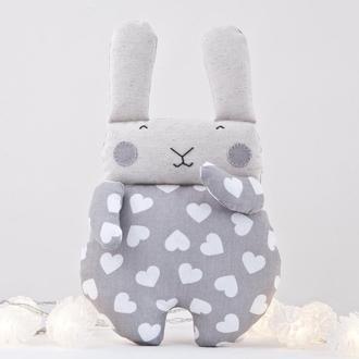 Мягкая игрушка серый зайчик в сердечки, Подарок на день Святого Валентина, Декор в детскую