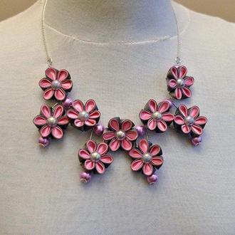 колье с цветами серо-розовое