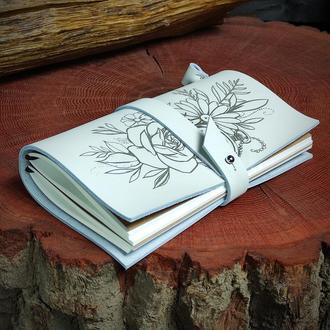 Кожаный блокнот с цветами