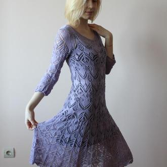 Вязаное сиреневое платье.