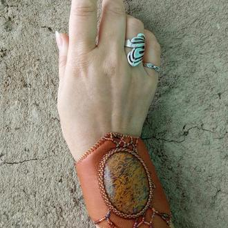 Браслет-манжета с камнем