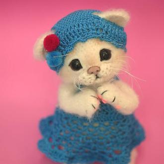 """Мастер-класс """"Кошечка беленькая"""". Вязаные игрушки крючком.Описание вязания."""