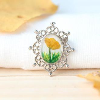 Милая Маленькая брошь с натуральными цветами сухоцветами из смолы на подарок маме сестре