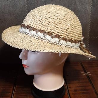 Шляпа летняя из рафии