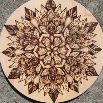 Деревянная мандала ручной работы