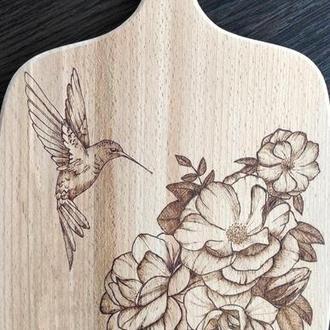Разделочная деревянная доска с ручной росписью. Пирография