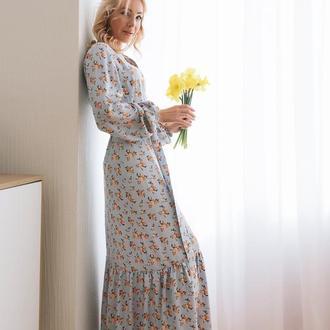 Нежное голубое платье макси в цветочный принт из штапеля