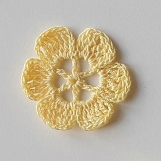 Апплиции вязаные светло желтый цветок. Нашивка на одежду и аксессуары