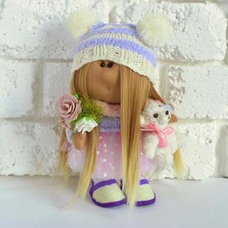 Интерьерная кукла в шапке с помпонами и белым мишкой