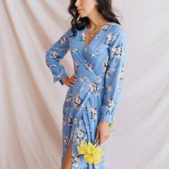 Голубое платье миди из штапеля с запахом в цветочный принт