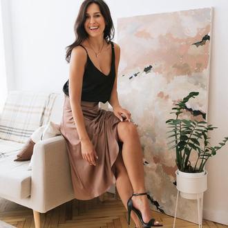 Пудровая шёлковая однотонная юбка миди из шёлка