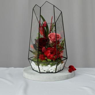 Флорариум-ваза «На вершине чувств» с живыми стабилизированными цветами