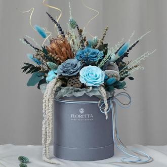 Букет «Шлейф Снігової королеви» в шляпной коробці з стабілізованих квітів і сухоцвітів