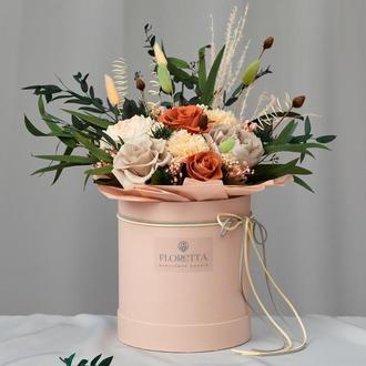Букет «Удивительное рядом» – живые стабилизированные цветы в шляпной коробке
