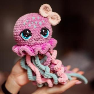 Вязаная игрушка медуза плюшевая