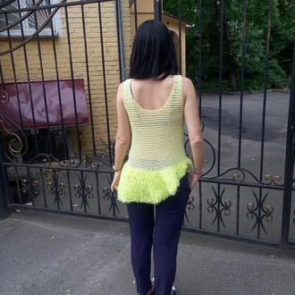 Летняя салатовая вязаная сеткой туника топ с декоративным воланом мини юбкой