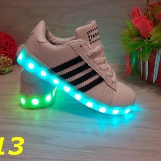 Кроссовки Fashion со светящейся подошвой LED белые с черными полосами