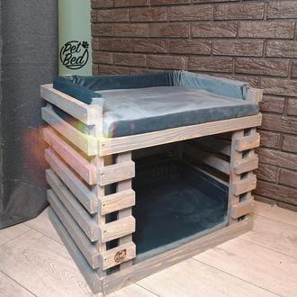 Деревянный домик для собаки