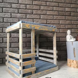 Деревянный домик для собаки или кота с двумя зонами комфорта