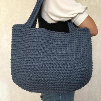 Синяя вязаная летняя сумка