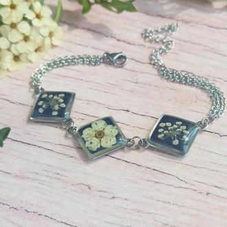 Стильний чорний браслет з епоксидної смоли зі справжніми квітами всередині
