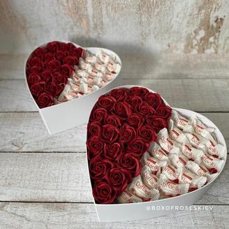 """Букет из мыльных роз и конфет """"Raffaello"""" в форме сердца"""