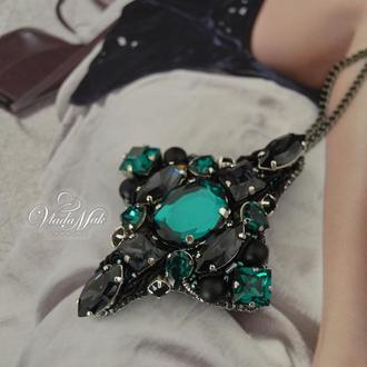 Кулон-брошь с кристаллами сваровски ′Emerald′