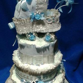 Подарок новорожденному - торт из памперсов с шапочкой и пинеточки ручной работы.