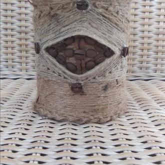 Контейнер баночка з обробкою з джутової мотузки для зберігання кави.