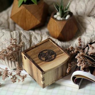 Кельтская шкатулка для украшений. Деревянный дегор. Кельтский узел. Вегвизирь. Подарок мужчине