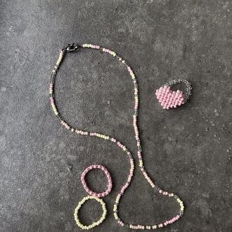 """Набор чекер+кольца из бисера """"bubblegum"""".кольцо сердечко из бисера"""