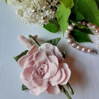 Брошь из шерсти мериноса, роза валяная