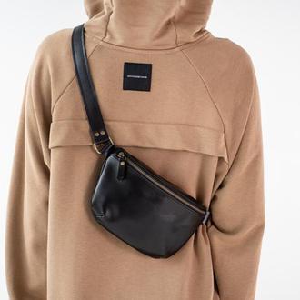Женская кожаная сумка - бананка ручной работы