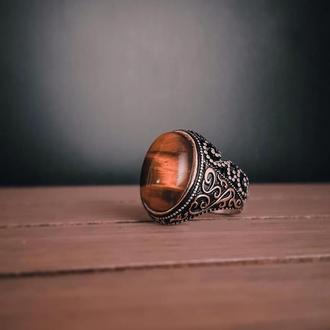 Перстень из серебра с тигровым глазом с гравировкой ручной работы