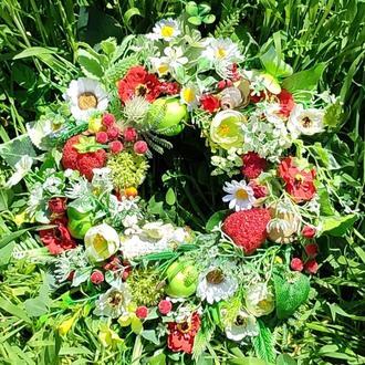 Летний весенний пасхальный венок с клубникой Літній весняний великодній вінок з клубнікою полуницями