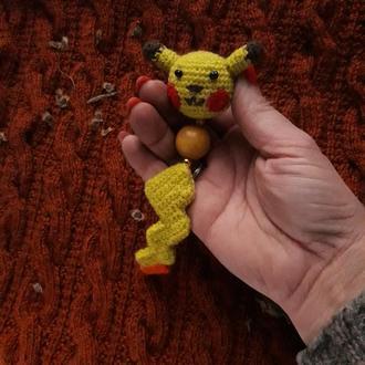 Вязаный крючком брелок покемон  Пикачу