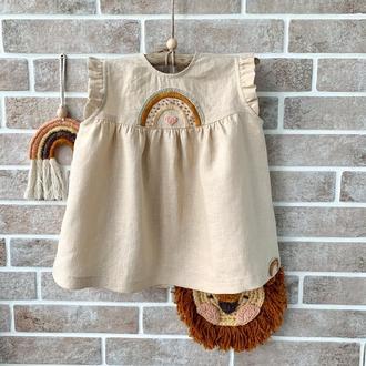Милое платье из льна для девочки с вышивкой