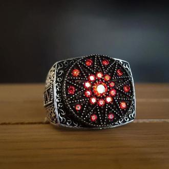 Перстень кольцо из серебра ручной работы с множественными камнями красного цвета