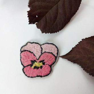 """Значок """"Цветочек""""/ вышивка/  значки на одежду"""