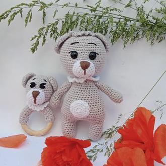 вязанная красота детям,набор игрушка и погремушка-гризунец мишка