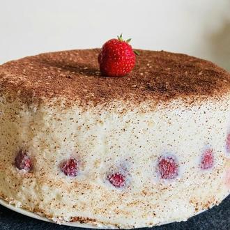 Полуничний торт