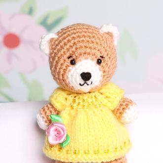 Медвежонок в жёлтом платье