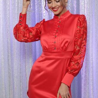Женское нарядное красное атласное мини платье облегающего силуэта с пуговицами