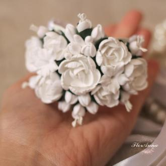 Свадебный браслет с белыми пионами для невесты или свидетельницы